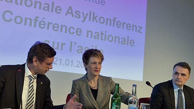 Zögerliches Ja zu Sommarugas Asylreform
