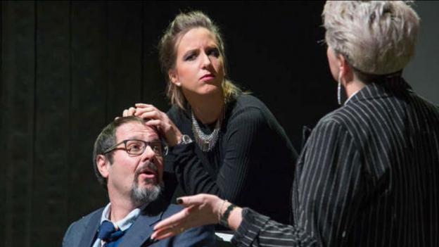 Teater Cuschnaus: Rir da schluppar - titel ed acziun