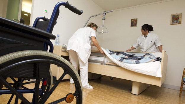 Schlechte Betreuung im Altersheim: Was können Angehörige tun?
