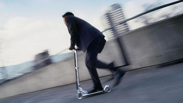 Kickboard zerbricht während Fahrt