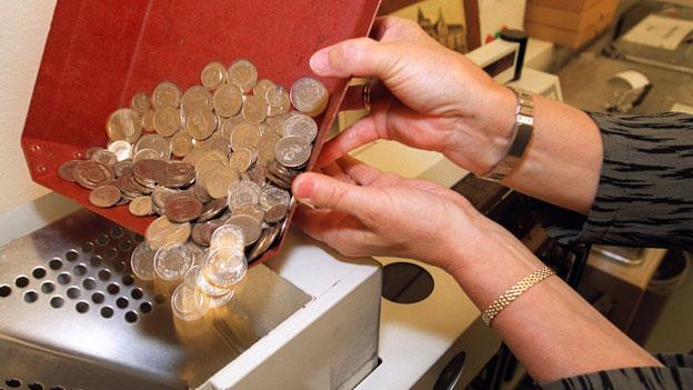 Geld Münz Bei Bank Einzahlen Kostet Kassensturz Espresso Srf