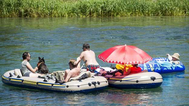 Gummiboot: Besonders auf dem Fluss achtsam sein