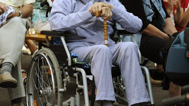 Eine obligatorische Pflegeversicherung für wenig Geld?