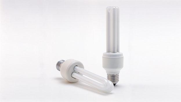umwelt und verkehr energiesparlampen bis zu 80 prozent quecksilber in gasform kassensturz. Black Bedroom Furniture Sets. Home Design Ideas