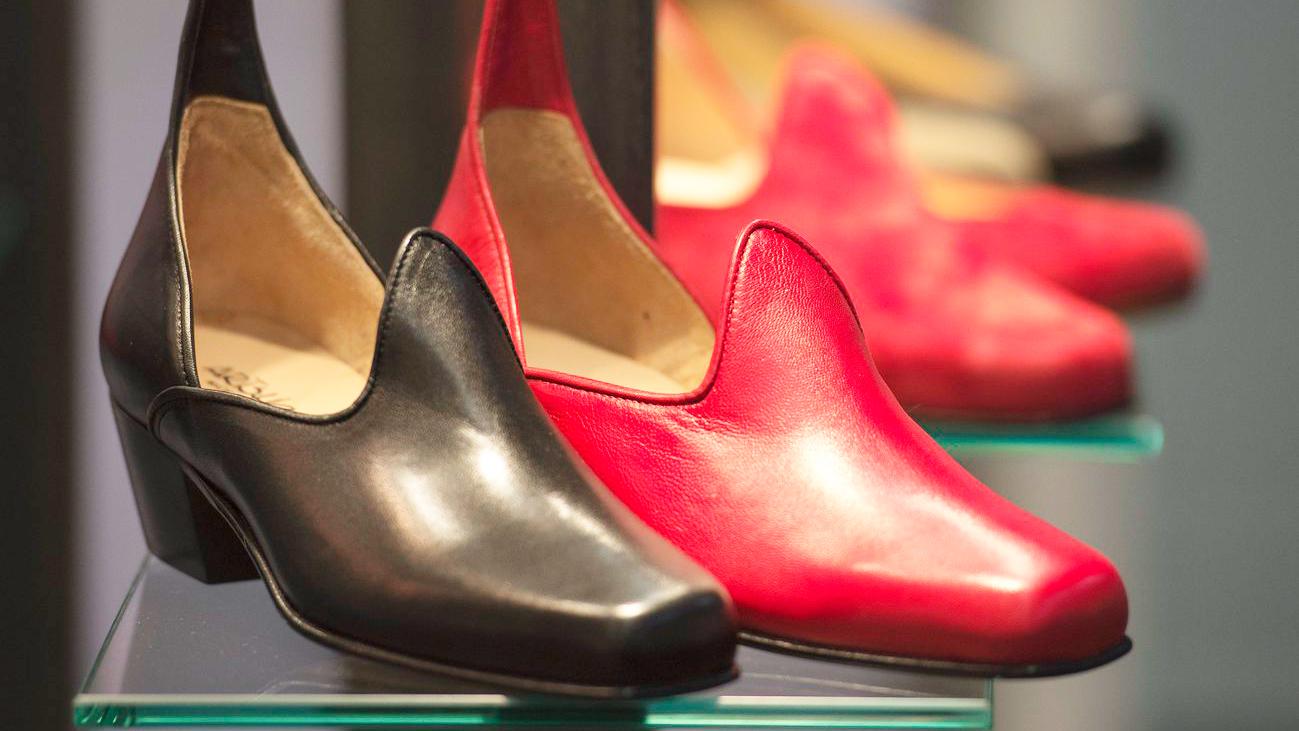 Wieso nur der rechte Schuh ausgestellt ist