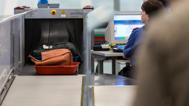 Audio «Schweizer Flughäfen von neuer Sicherheitsregel nicht betroffen» abspielen