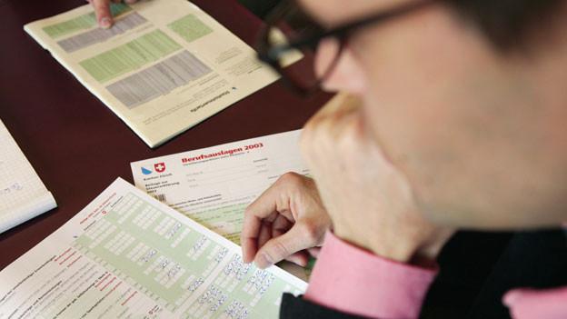 Audio «Rechtsfrage: Späte Steuerrechnung, muss ich Verzugszinsen zahlen?» abspielen