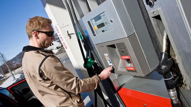 Audio «An Tankstellen wird weiterhin Geld blockiert» abspielen