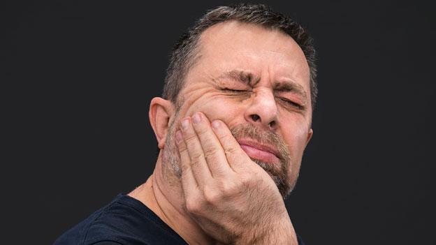 Rechtsfrage: Muss die Bank für meinen Zahnschaden bezahlen?