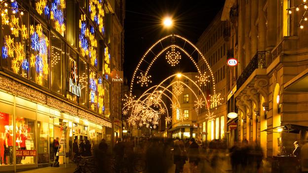 Audio «Weihnachtsbeleuchtung: Hörer werben für «ihre» Stadt» abspielen.