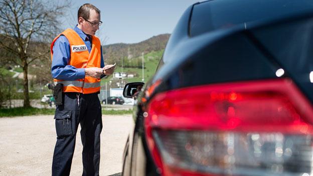 Darf die Polizei auf privaten Parkplätzen Kontrollen machen?