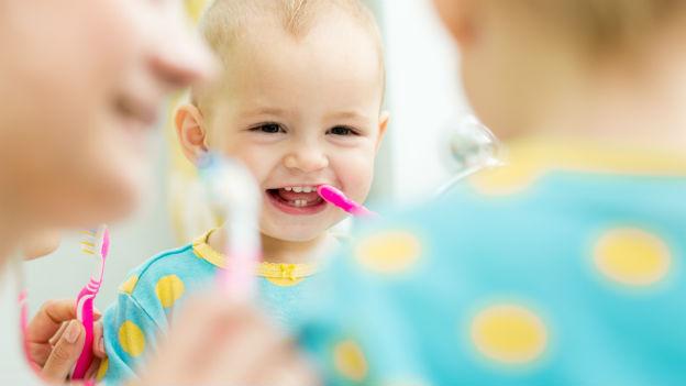 Zähne putzen: rauf und runter statt kreisen