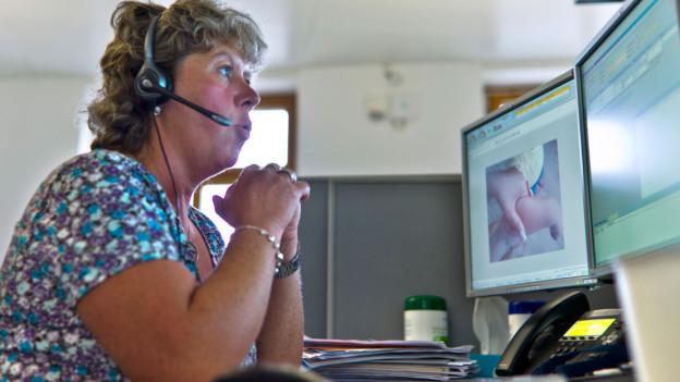 Audio «Notfall-Nummer: Happige Gebühren für Warteschlaufe» abspielen