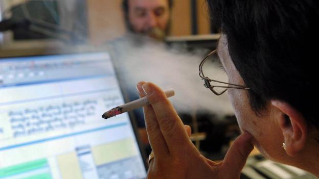 Audio «Apple: Rauchen gefährdet Ihre Reparatur» abspielen.