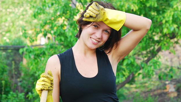 Arbeiten in der Hitze: Genug Wasser trinken und Pausen einlegen
