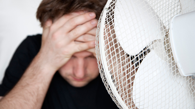 Arbeitsrecht: Gilt der Krawattenzwang bei 30 Grad im Schatten?