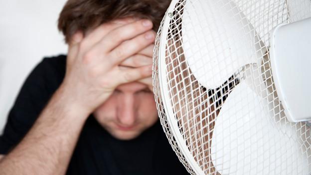 Audio «Arbeitsrecht: Gilt der Krawattenzwang bei 30 Grad im Schatten?» abspielen