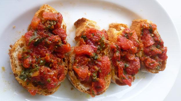 Kalte Tomatensauce für Crostini und Pasta