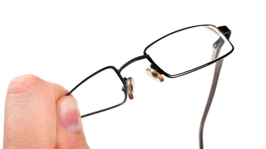 Brille kaputt: Muss ich die Versicherung anlügen?
