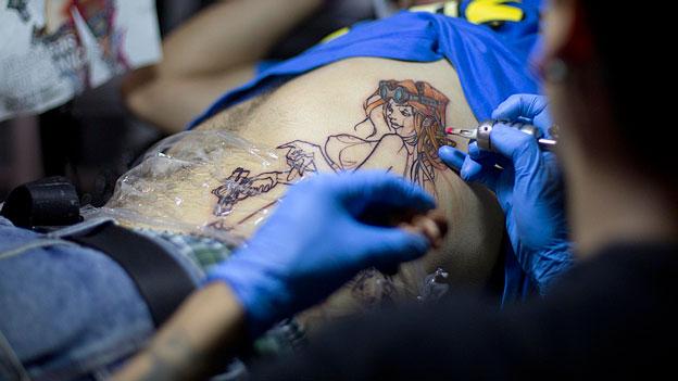 Wie finde ich ein hygienisch sicheres Tattoo-Studio?