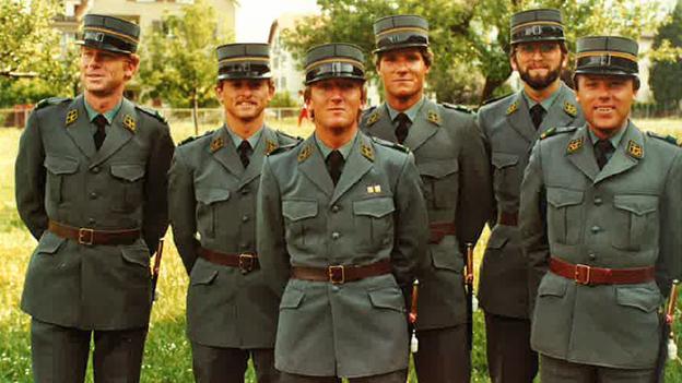 Gala-Uniform: 2,5 Mio. Franken für ein feines Stöffchen