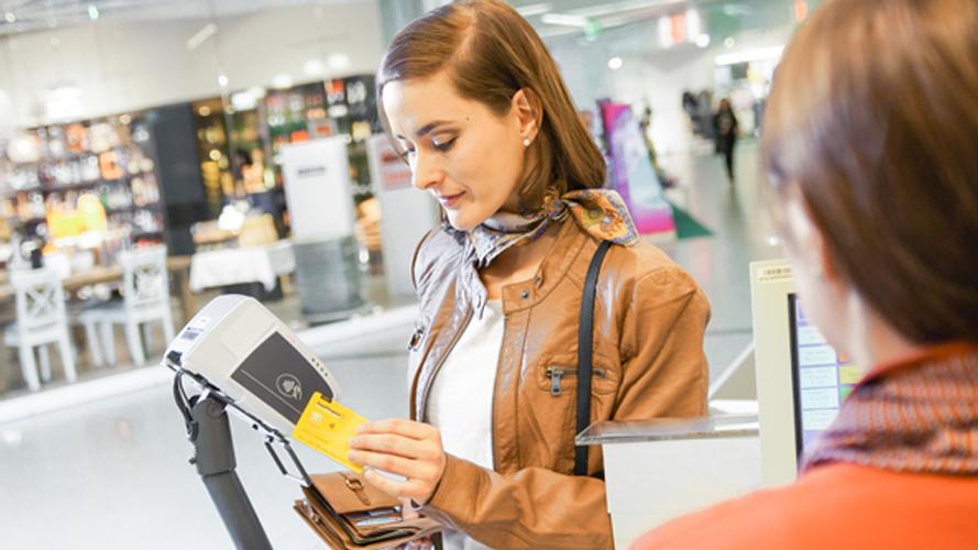 Postcard: Erste kontaktlose Debitkarte
