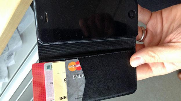Handyhülle mit Magnetlasche: Schädlich für die Bezahlkarte?