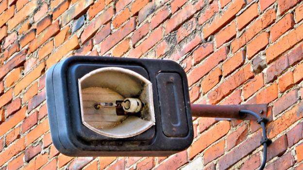 Rechtsfrage: Muss der Vermieter die Aussenlampen reparieren?