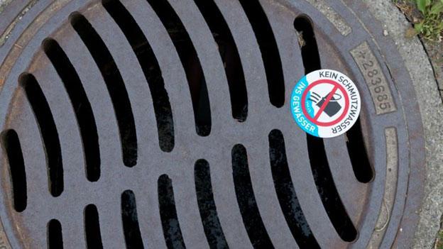 Mit Alu-Schildchen gegen Abwassersünder