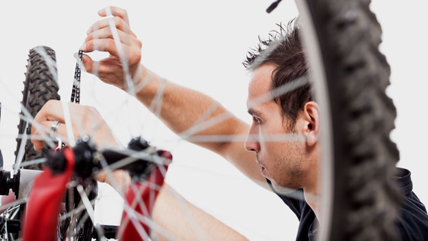Die TCS-Pannenhelfer rücken jetzt auch für E-Bikes aus