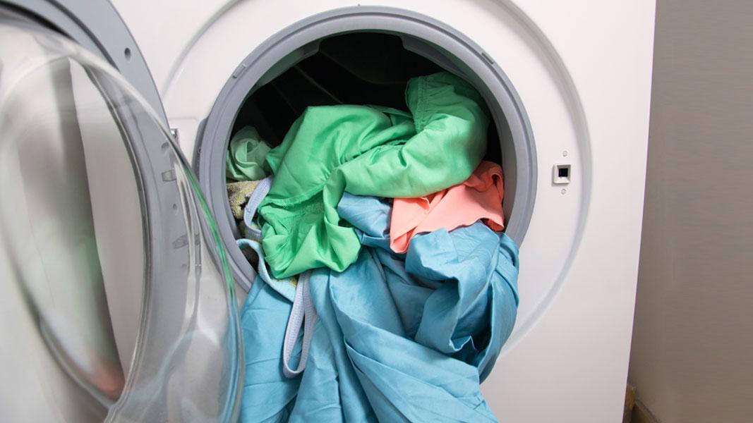 Auch in Textilien steckt Mikroplastik - und nicht zu wenig