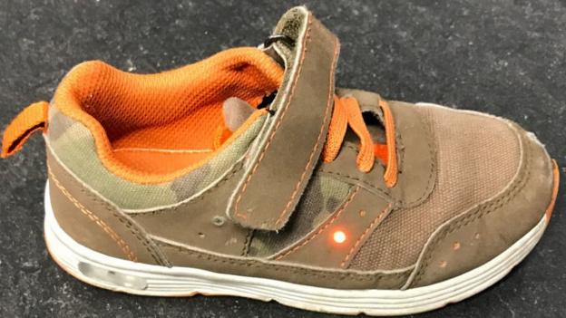 Das Recycling-Dilemma der blinkenden Schuhe
