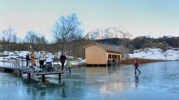 Viele gefrorene Seen sind ein Plausch auf eigenes Risiko