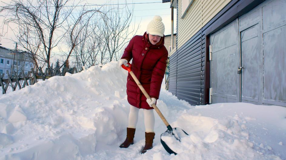 Rechtsfrage: Darf die Nachbarin Schnee auf mein Grund schaufeln?