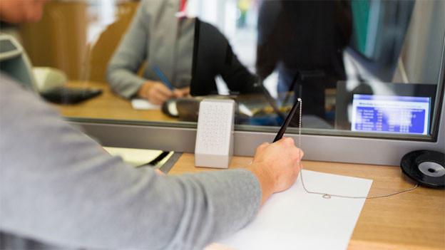 Audio «Rechtsfrage: «Darf die Bank das Konto sperren?»» abspielen