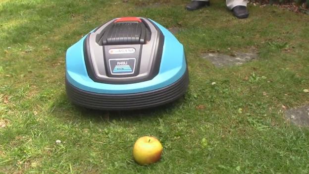 Rasenmäher-Roboter: Nur unter Aufsicht fahren lassen