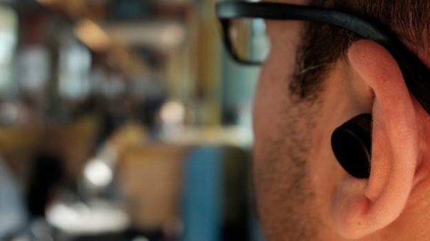 Audio «Earbuds: Ein Computer im Ohr lässt nur hören, was wir wollen» abspielen
