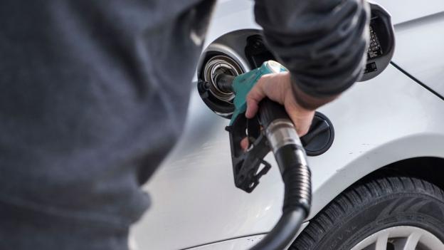 Ärger mit Mietwagen: Nachträgliche Benzinkosten trotz vollem Tank