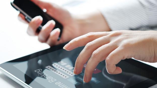 E-Banking: Wer kein Smartphone hat, muss bei der ZKB bezahlen