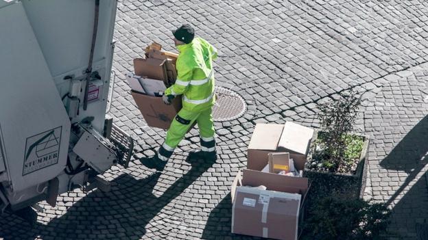 270 Franken Busse, nachdem Schnur um Kartonbündel fehlte