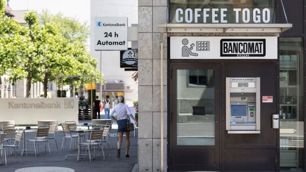 Warum sich der Bargeldbezug im Geschäft nicht durchsetzen kann