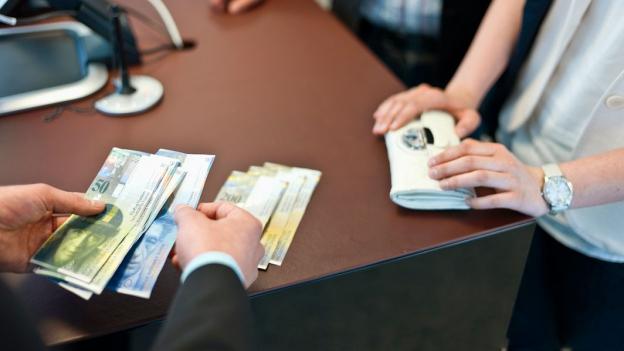 Umgang mit dementen Kunden: Banken brauchen Fingerspitzengefühl