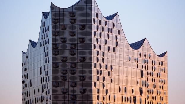 Künste im Gespräch: Frenkels Flucht, Architektur, Elbphilharmonie