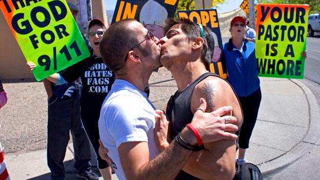 Vom schwierigen Umgang vieler Kirchen mit Homosexualität