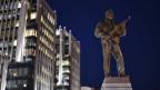 Audio «Denkmal mit Waffe, Landesverweis aus Vietnam, China auf dem Velo» abspielen.