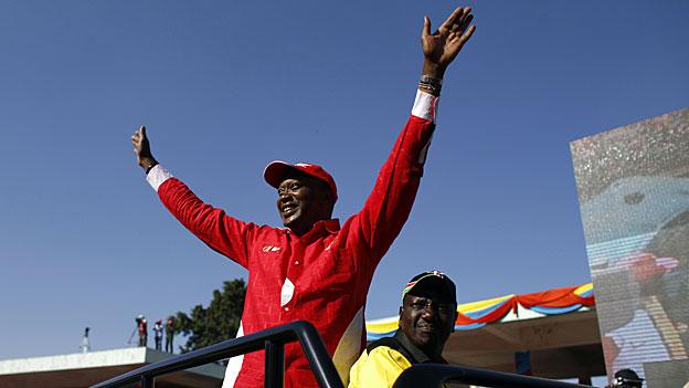 Kenia: Verzögerung und wachsende Spannung