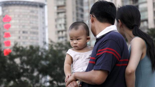 China lockert Ein-Kind-Politik und schafft Umerziehungslager ab