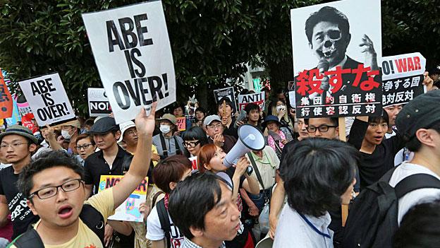 Japan: Proteste gegen die Abkehr vom Pazifismus