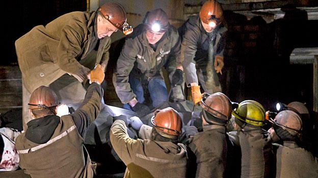 Schwierige Bergungsarbeiten nach Grubenunfall bei Donezk