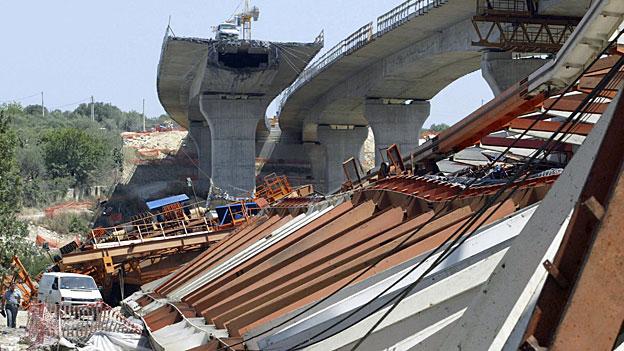 Brandneu und schon kaputt - einstürzende Neubauten in Italien